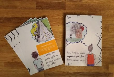Il libro Racconti liberi scritto dai ragazzi e donato all'associazione