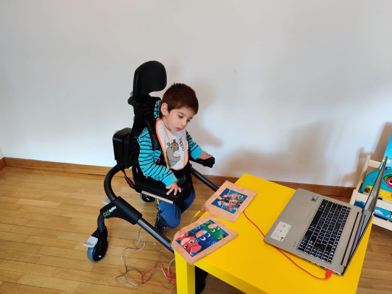 Come utilizzare Makey Makey con i bambini con disabilità
