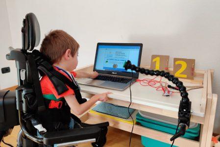 La corsa della lumaca tra Scratch e Makey Makey per i bambini con disabilità